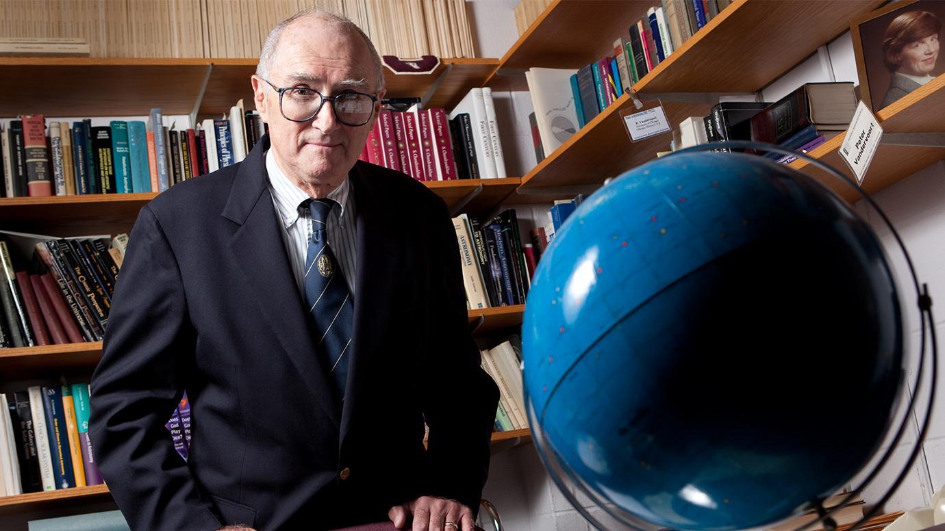 Peter O. Vandervoort, astrophysicist and beloved UChicago mentor, 1935-2020